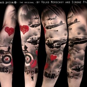 love is war 300x300 c Tatuajes de Manga Completa