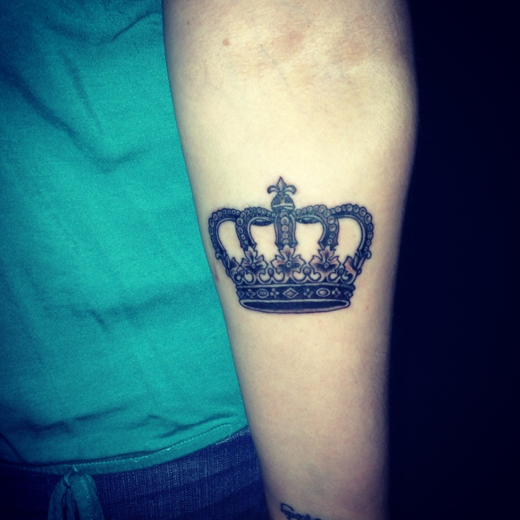 tatuaje de corona en brazo Imágenes de Tatuajes de Coronas