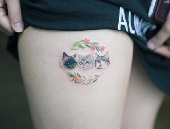 tatuaje de mujer de rosas en las piernas Tatuajes de Mujer en la Pierna