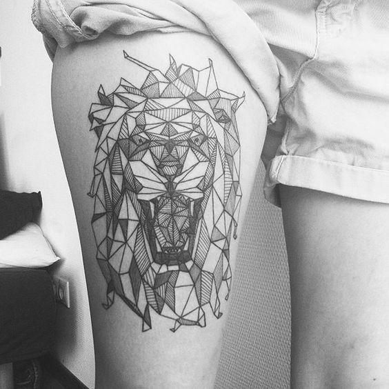 tatuaje geometrico en pierna Tatuajes de Mujer en la Pierna