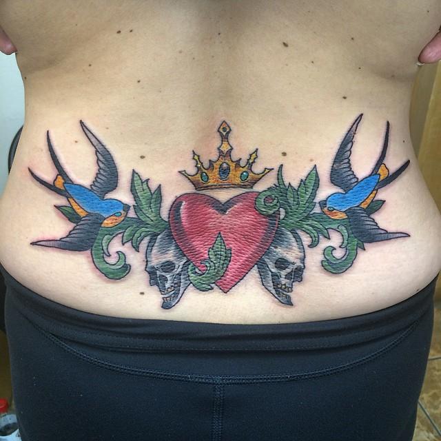 Los 50 Mejores Tatuajes en la Espalda baja para Mujeres