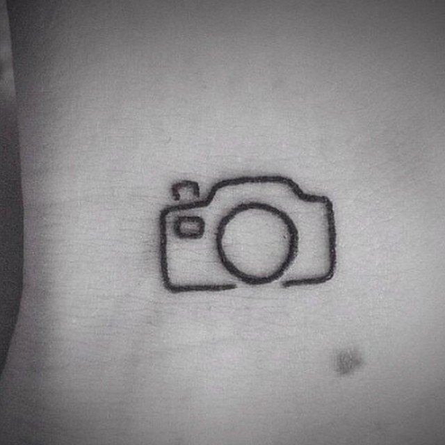 Tatuaje camara mujer