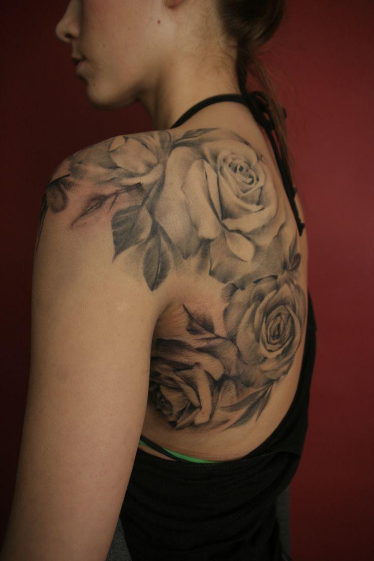 Hermosos tatuajes de rosas en blanco y negro tatuajes - Tatuajes de pared ...