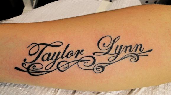 tatuaje de nombre bonito Tatuajes de Nombres
