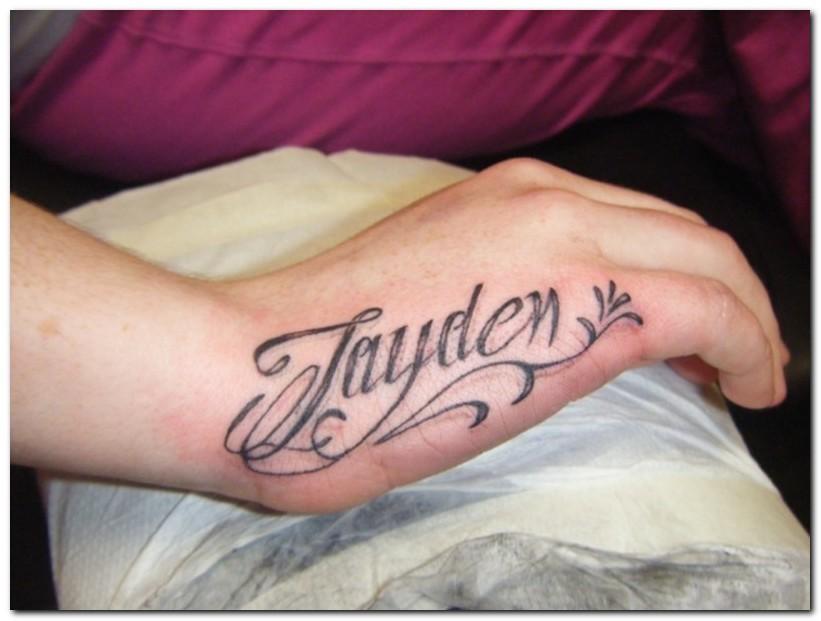 tatuaje de nombre pequeno Tatuajes de Nombres