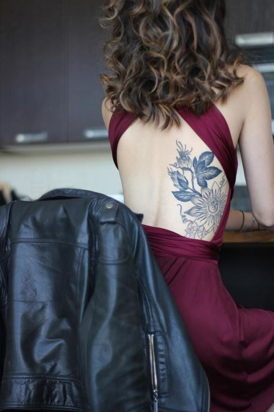 Los 50 Mejores Tatuajes en la Espalda baja para Mujeres Tatuajes