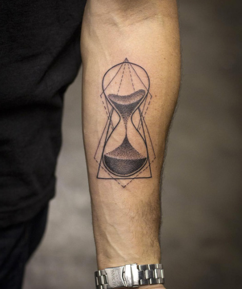 40 Asombrosos Tatuajes de Reloj de Arena y su Significado