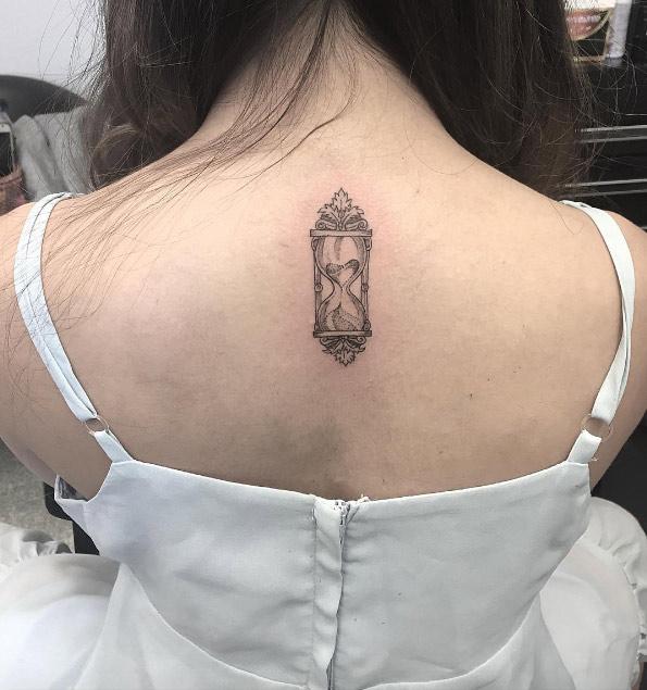 40 Asombrosos Tatuajes De Reloj De Arena Y Su Significado Tatuajes