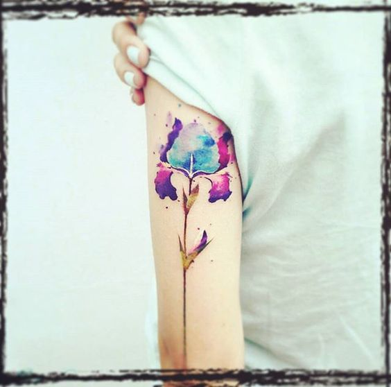 Lindos Tatuajes de Iris, Una Flor Con Mucho Significado
