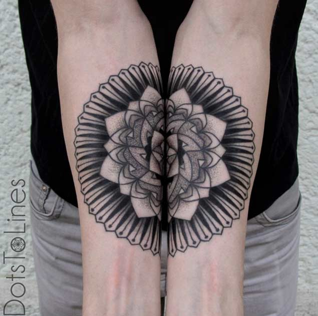 Tatuajes Simetricos 2 Increíbles Tatuajes Con Una Simetría Perfecta