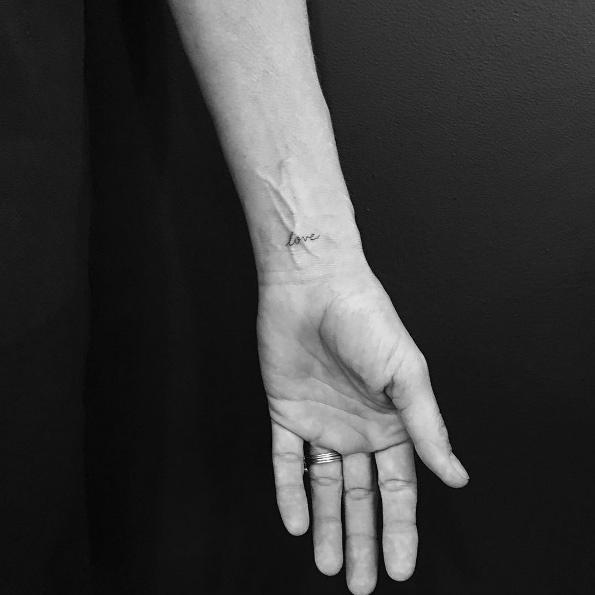 Pequeños Tatuajes Con Una Sola Palabra de Jon Boy